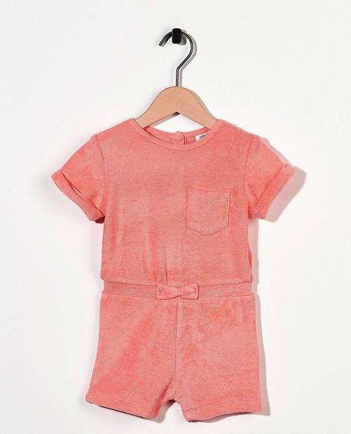 Roze jumpsuit van spons - met strikje - Cuddles and Smiles