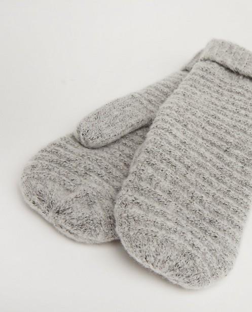 Bonneterie - Moufles grises Pieces