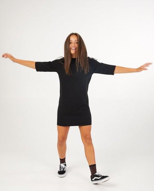 Zwarte jurk met ribreliëf - met halflange mouw - Groggy