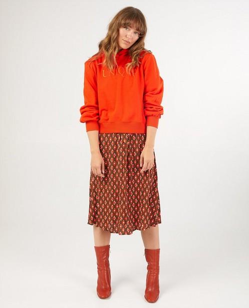 Sweat à capuche rouge-orange Karen Damen - avec inscription - Karen Damen