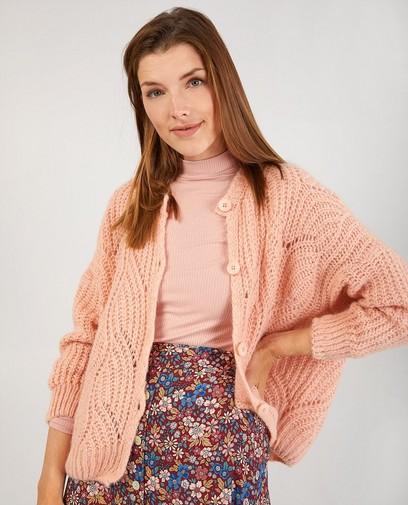Roze vest met ajourpatroon