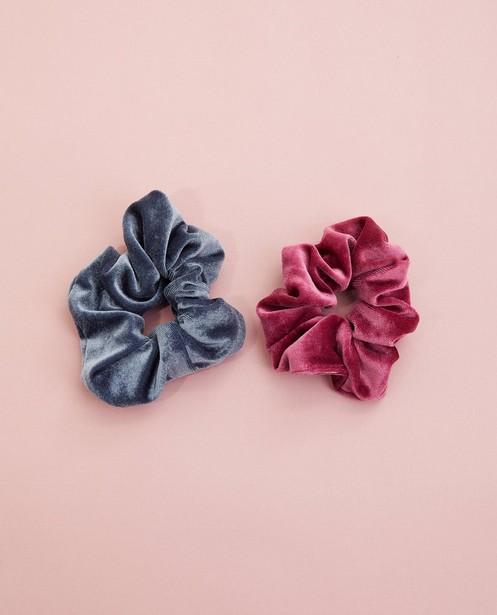2 fluwelen scrunchies #LikeMe - roze en blauw - JBC
