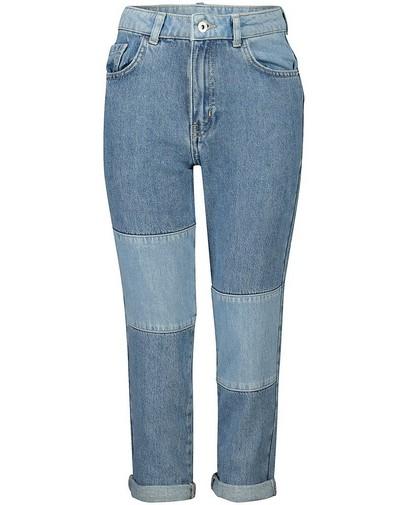 Mom jeans met mixed denim Nour en Fatma