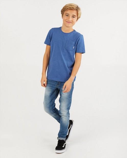T-shirt bleu avec une poche de poitrine BESTies - en coton flammé - Besties