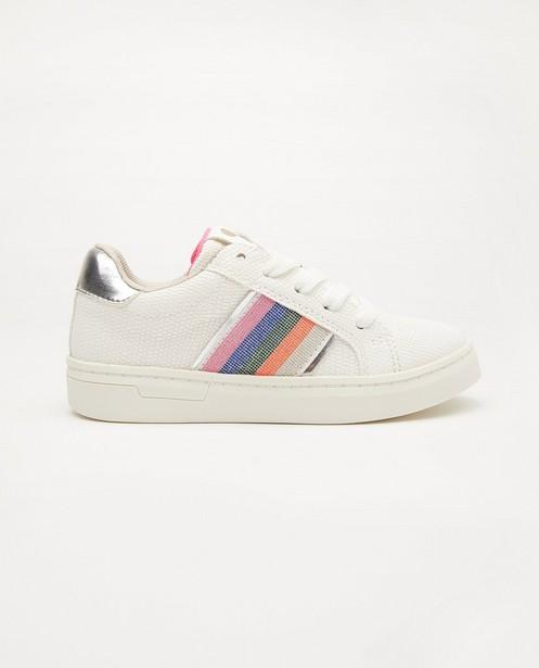 Witte sneakers met streep, maat 27-32 - met ingekerfd patroon - Sprox