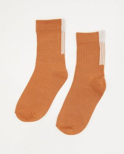 Chaussettes brunes avec une rayure blanche