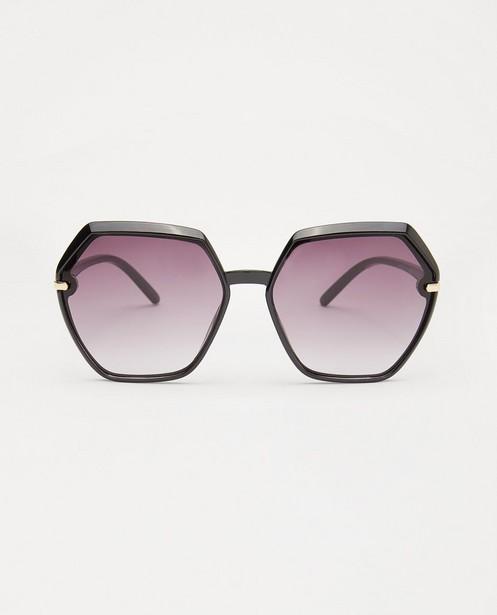 Zwarte zonnebril - met 6-hoekige glazen - JBC
