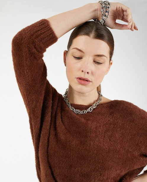 Pull brun en fin tricot - à longs poils - Ella Italia