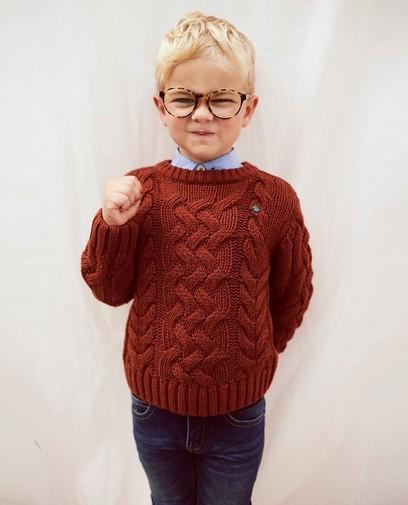 De gebreide trui is een stijlvolle klassieker