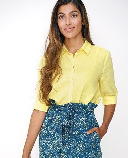 Een trendy paperbag waist, hippe kleuren en duurzaam. Deze outfit heeft alles!