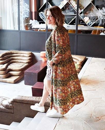 Une robe comme un kimono: la polyvalence est la clé